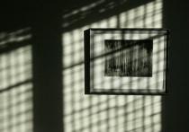 Horizontal light coming through window blinds