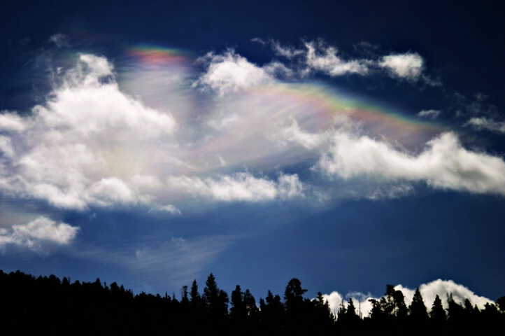 Mother-of-pearl clouds