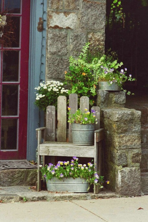 la Chaise de Fleurs - ID: 697028 © Deborah A. Prior