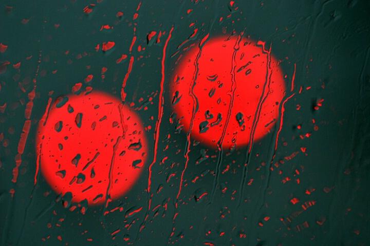 red light raindrops