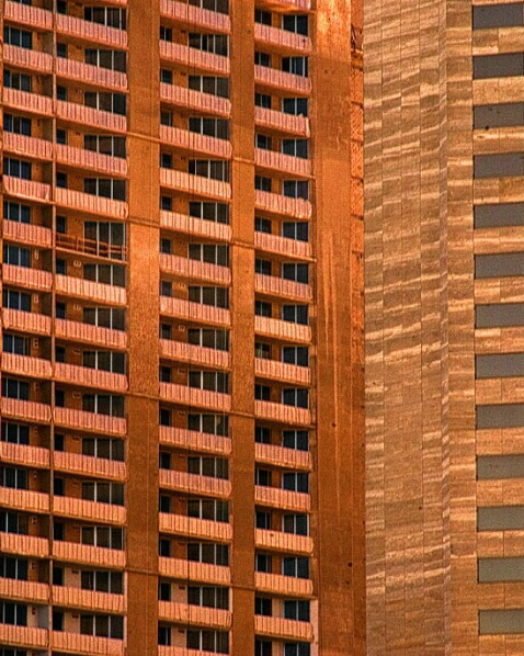 Red Windows - ID: 786611 © Sandra Hardt