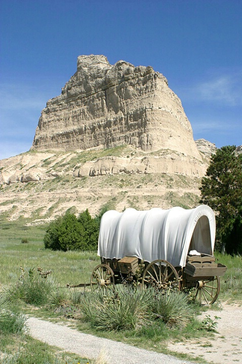 Wagon and Eagle Rock at Scott's Bluff - ID: 549584 © Donald E. Chamberlain