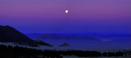 Moonset, Wilkerson Pass