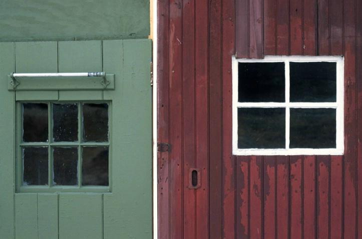 Garage Doors - ID: 1135325 © Nora Odendahl