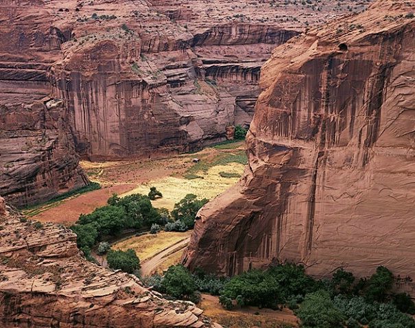 Canyon De Chelly Valley - ID: 1300426 © Brian d. Reed