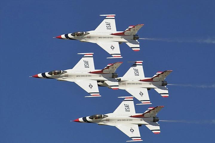 <b>Thunderbirds - Opening Fly-By</b>