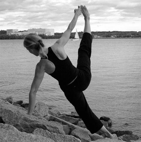 Yoga on the rocks - ID: 1358202 © Rob Mesite