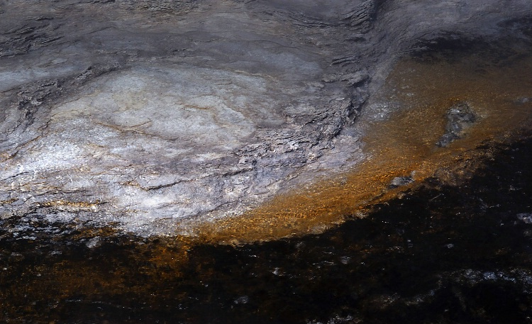Yellowstone Geology - Geyser deposits