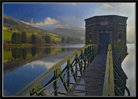 Winter morning at the dam.