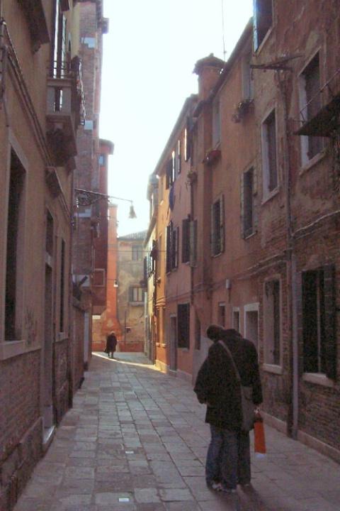 Venice Dawn kiss