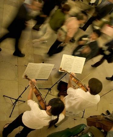 "Blurring motion - ""Violin Players"""