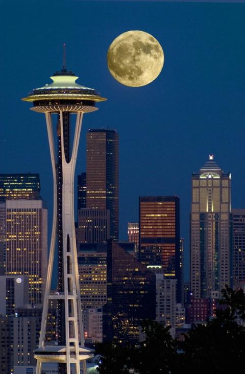 Full Moon over Seattle