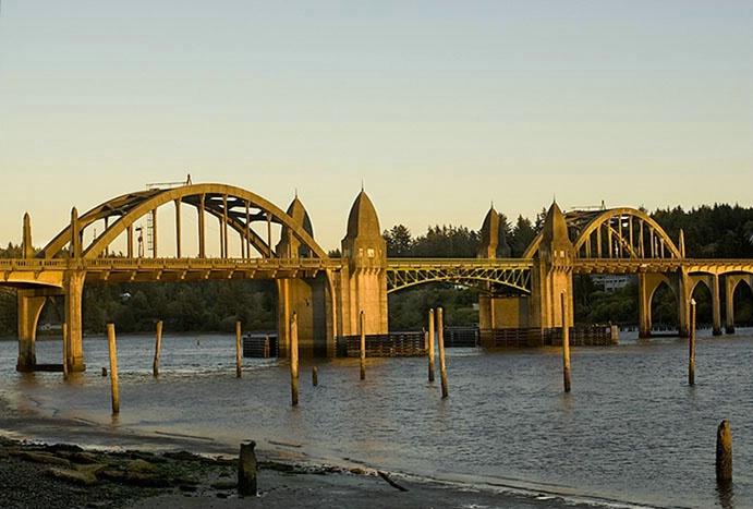 Florence bridge - ID: 2916806 © Brian d. Reed