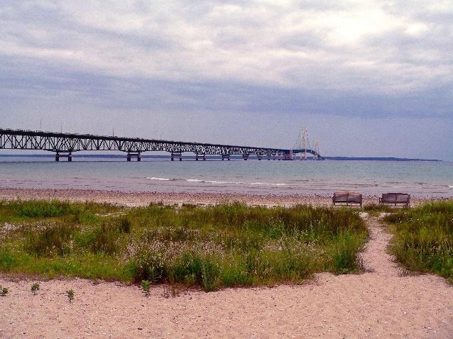 Lake Michigan (left), Lake Huron (right) - ID: 3015212 © Muriel Soler