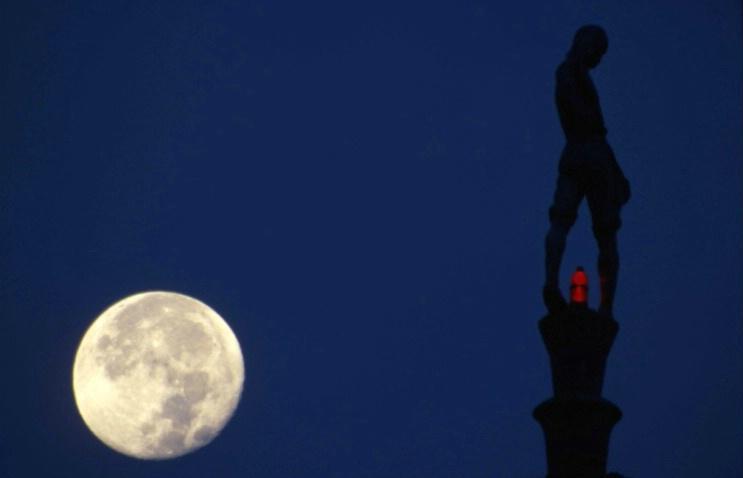 State Capitol and Harvest Moon - Lincoln-Nebraska - ID: 3113878 © Larry Lightner