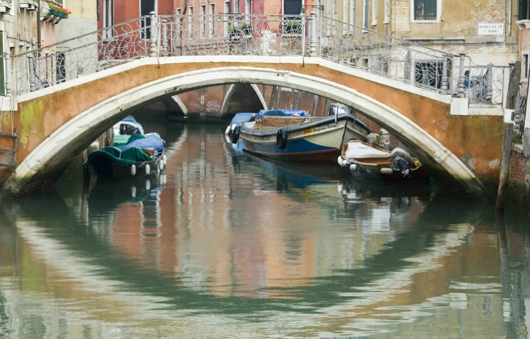 Bridge over Canal, Venice, Italy - ID: 3549608 © Larry J. Citra