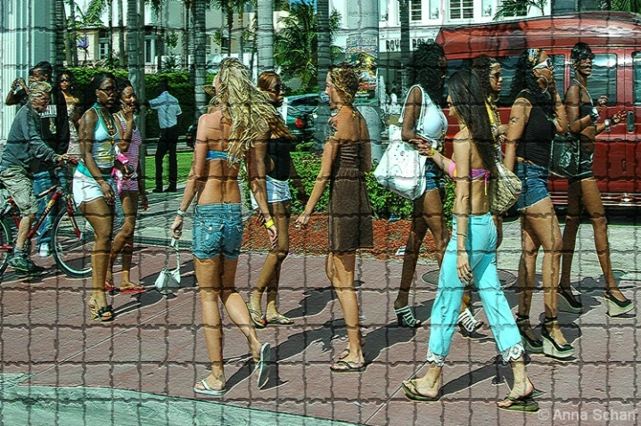 Vacation in Miami (from series Street Mosaic) - ID: 3993364 © Anna Scharf