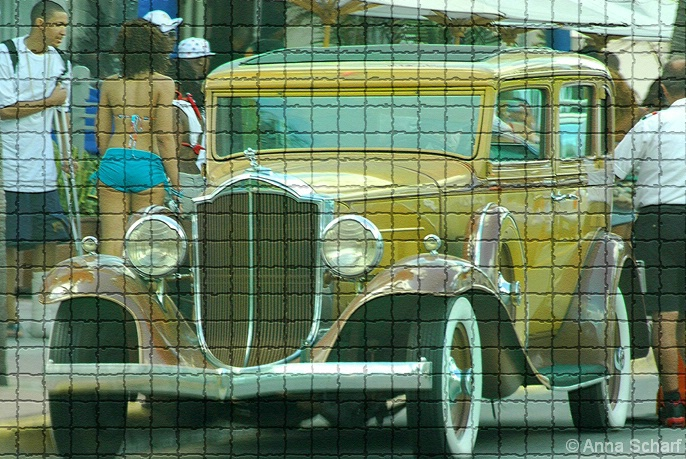 Vacation in Miami (from series Street Mosaic) - ID: 3993423 © Anna Scharf