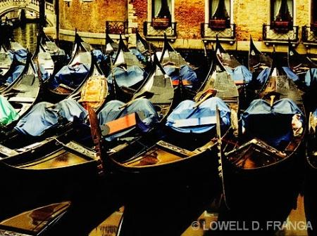 winter_gondolas-venice_italy