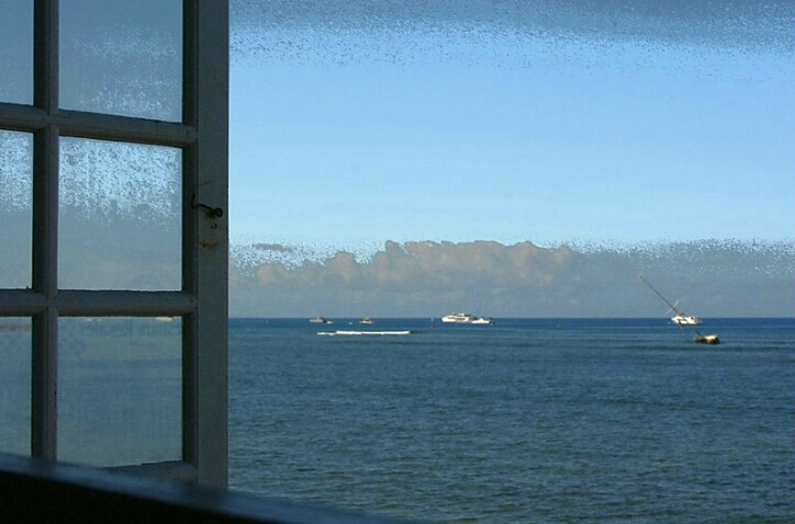 A Window Seat - ID: 4482520 © Agnes Fegan