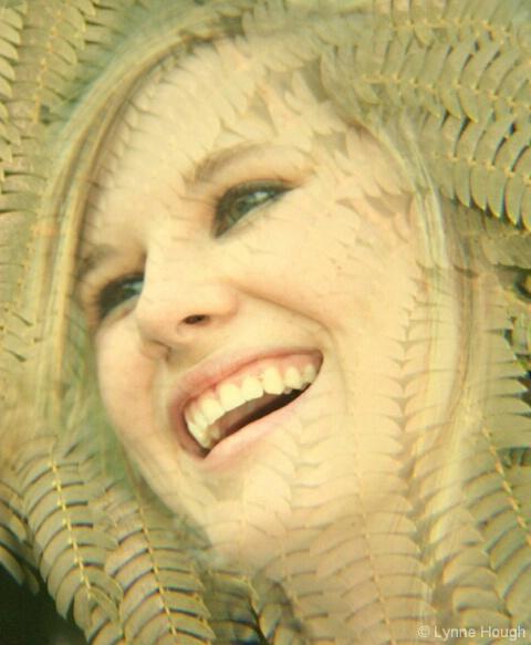 Sarah in green - ID: 5067001 © Lynne Hough