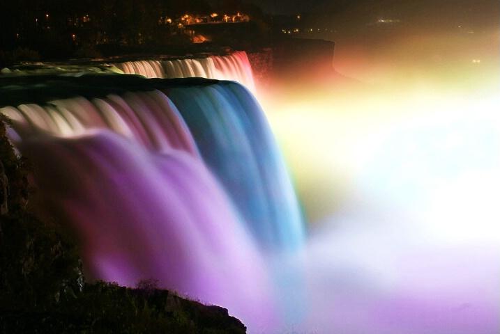Niagara Falls Showing Off