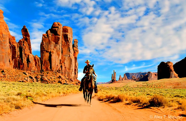 TRAIL OF MONUMENT VALLEY