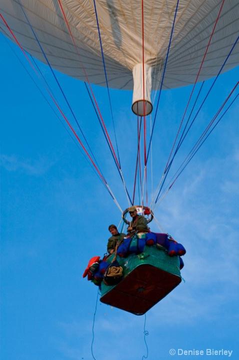 gas_balloon_launch - ID: 5447333 © Denise Bierley