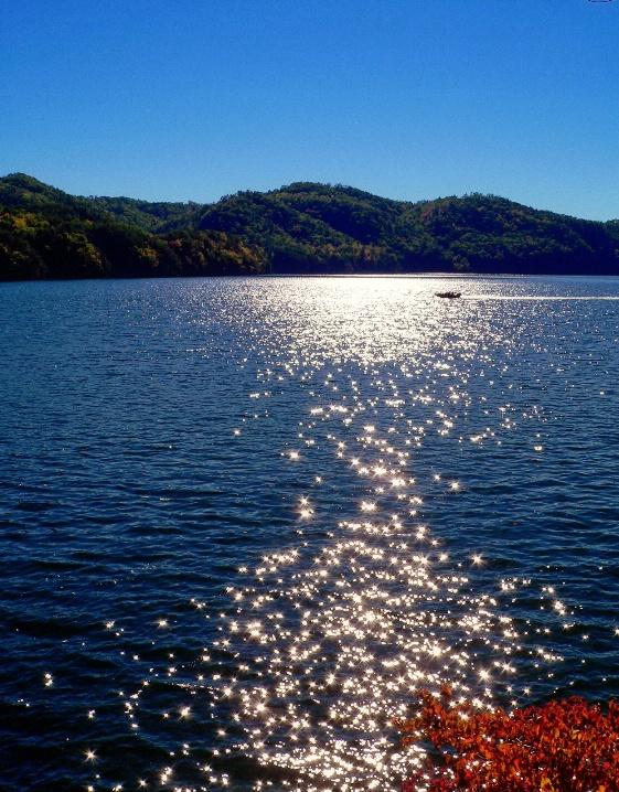 Fontana lake, NC - ID: 5650836 © Muriel Soler