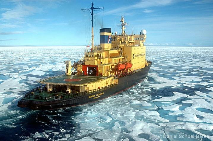 Breaking Ice 1 - ID: 5721206 © Daniel Schual-Berke