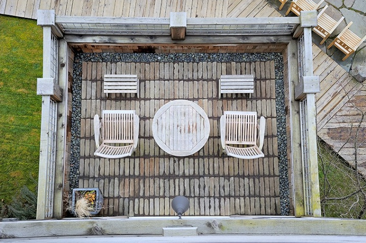 The Deck Below - ID: 5962277 © Carolina K. Smith