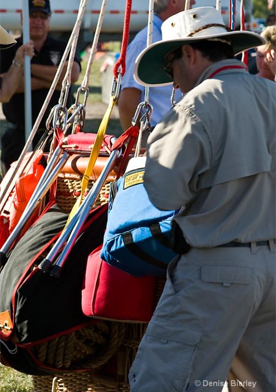 Gas Balloon Race Preparations - ID: 6750527 © Denise Bierley