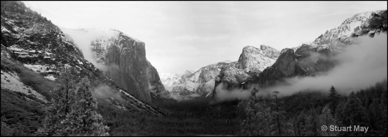 valley panorama1 - ID: 6826431 © Stuart May