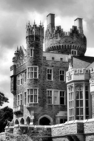 B&W Castle View
