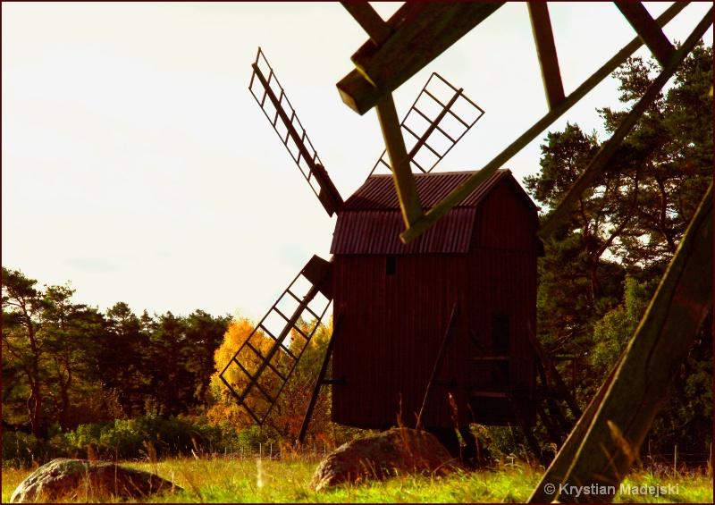Windmill's relay race - 1 new - ID: 7264354 © Krystian Madejski