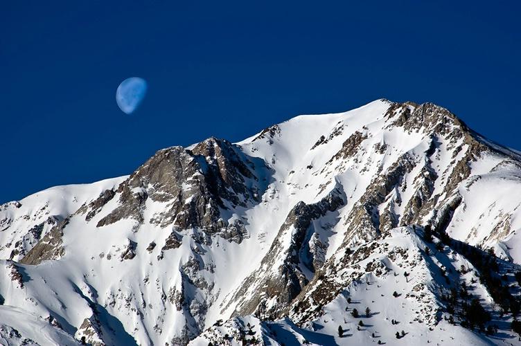 Moon over Sierra - ID: 7638055 © William G. Dunlalp