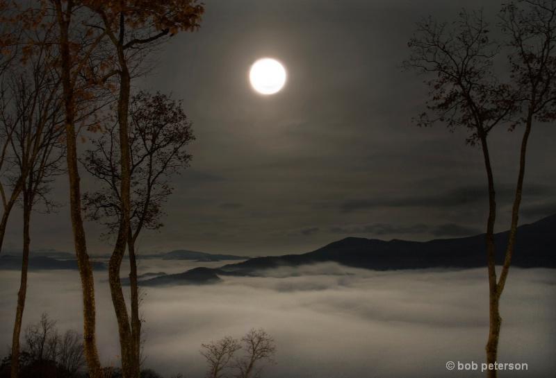 Harvest Moon over the Blue ridge - ID: 7663729 © Bob l. Peterson
