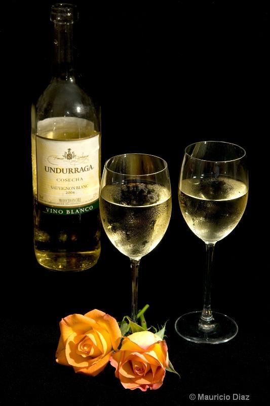 Wine for Two - ID: 8429215 © Mauricio Diaz