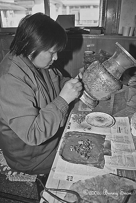 Chinese artisan applies pigments