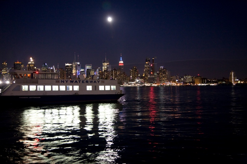 New York water taxi - ID: 9008786 © Rob Mesite
