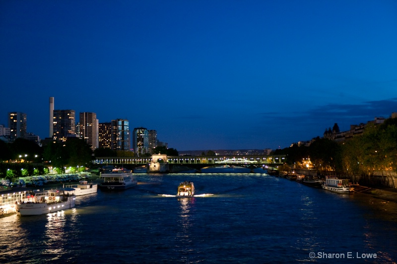 Night view of the Seine River, Paris - ID: 9033237 © Sharon E. Lowe
