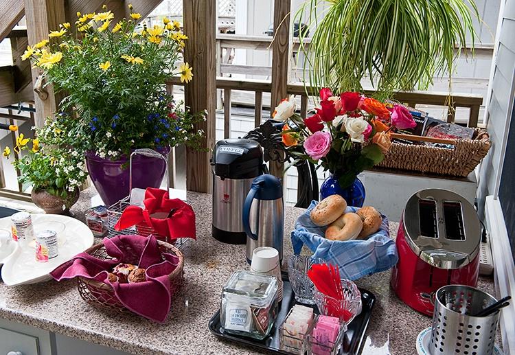 Breakfast on the back deck - ID: 9344434 © Gurli Lovinger