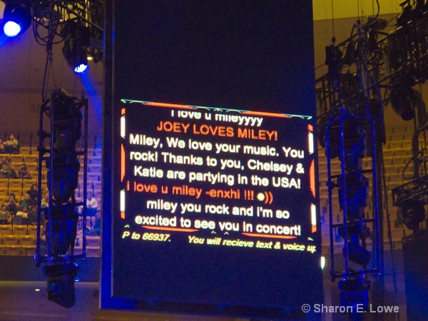 Fan Texts shown on Jumbotron - ID: 9395957 © Sharon E. Lowe