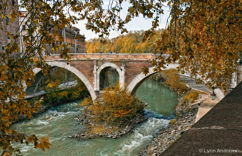 Over the Tiber in Rome - ID: 9398377 © Lynn Andrews