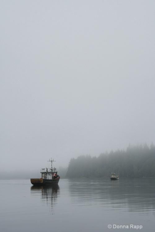 fishing boat morning2 - ID: 9419046 © Donna Rapp