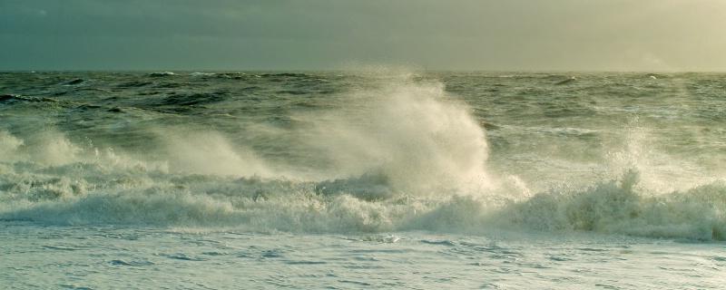 Wave Power - ID: 9427080 © Allan King