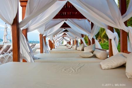 EL DORADO MAROMA    BEACH BEDS
