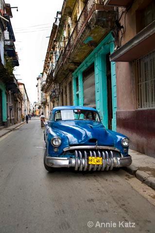 on the streets - ID: 9995047 © Annie Katz