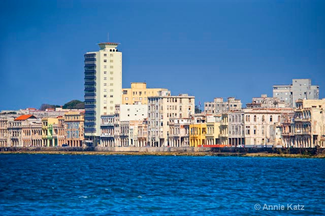 shoreline buildings - ID: 9995069 © Annie Katz