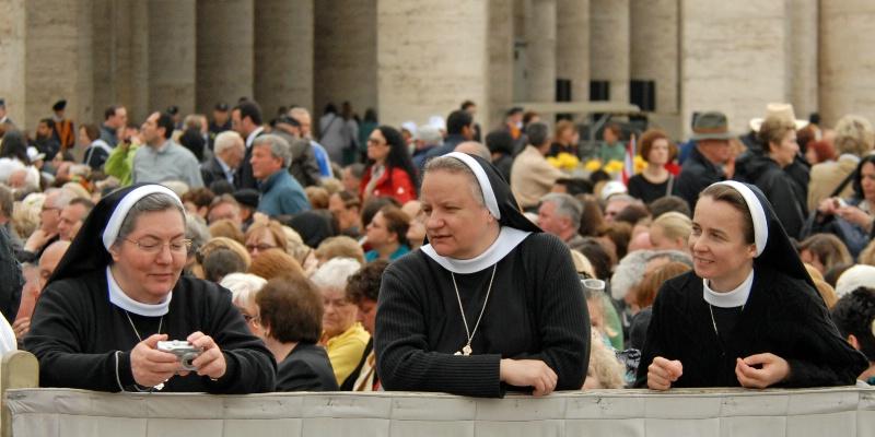 Papal Groupie Railbirds